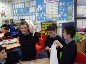 Primary 3 investigating materials which block out sound